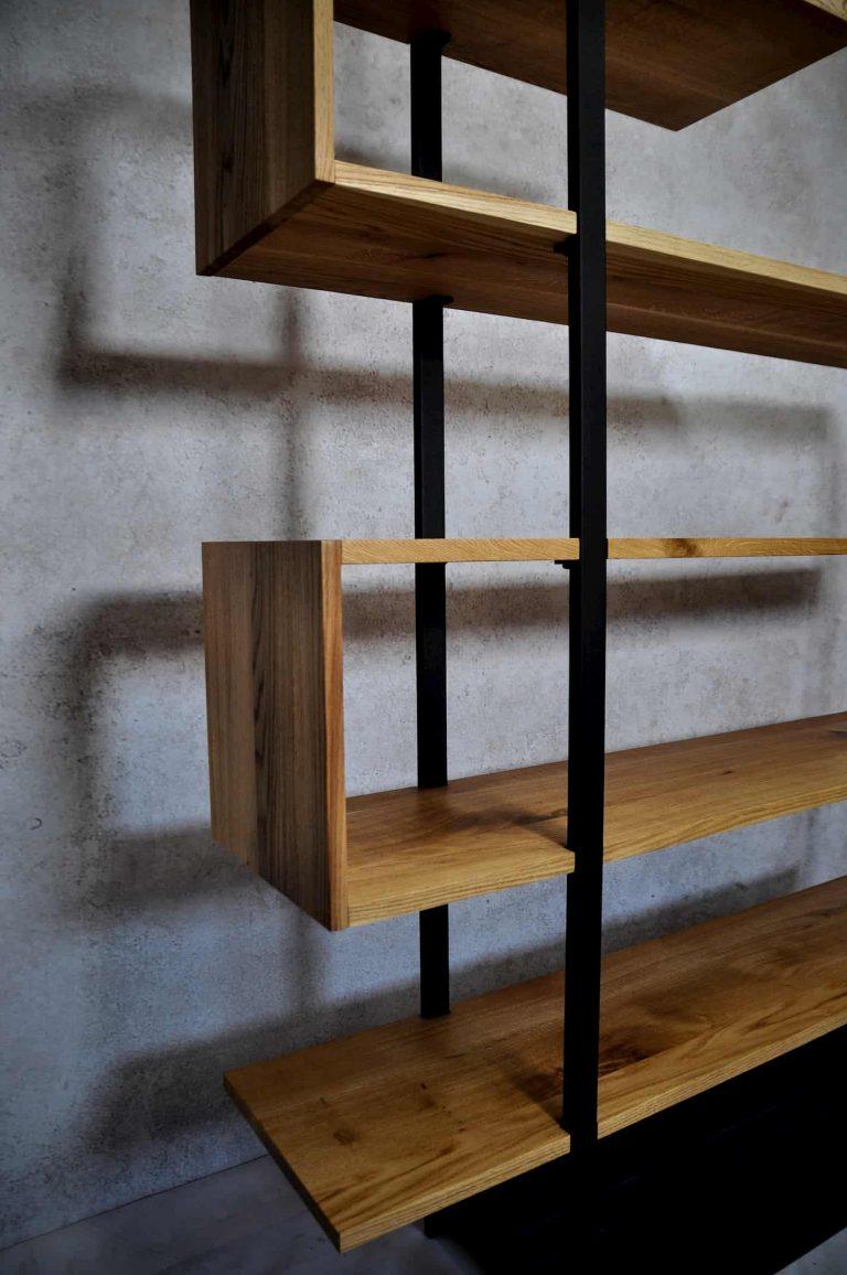 Drewniany regał